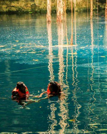Nadar en los cenotes